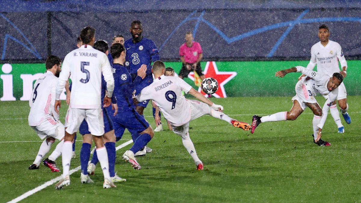 Karim Benzema scores - Real Madrid vs. FC Chelsea