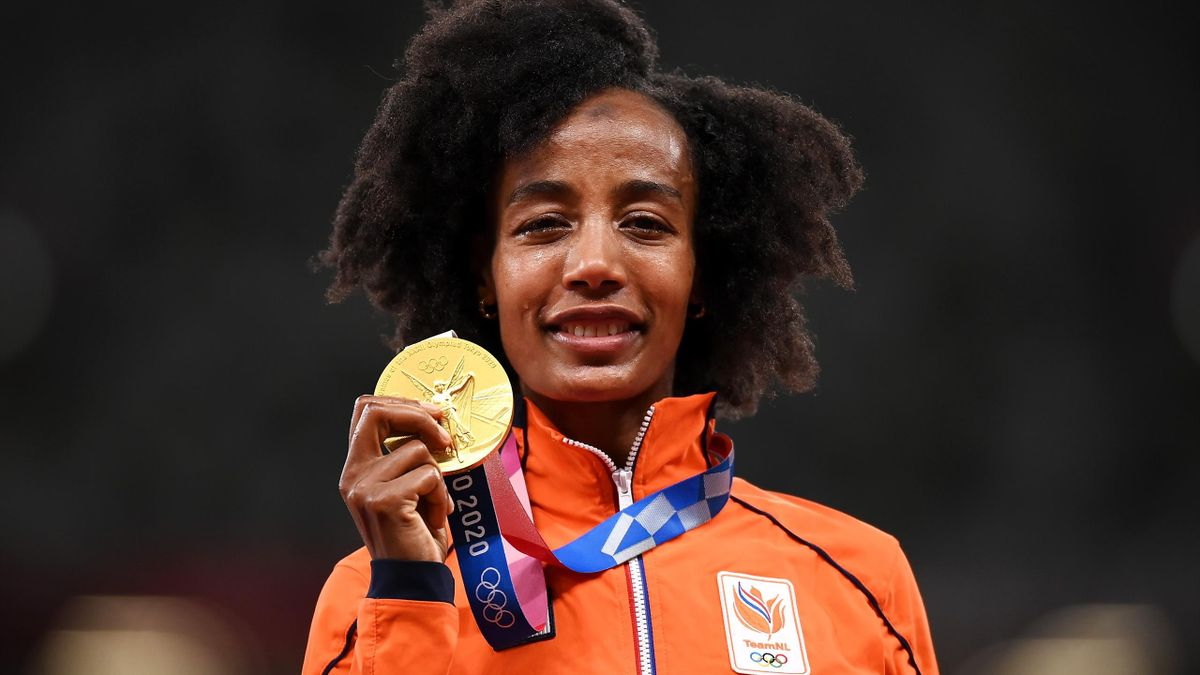 Gold medalist Sifan Hassan of Team Netherlands stands on the podium during the medal ceremony for the Women's 10,000m on day fifteen of the Tokyo 2020 Olympic Games at Olympic Stadium on August 07, 2021 in Tokyo, Japan