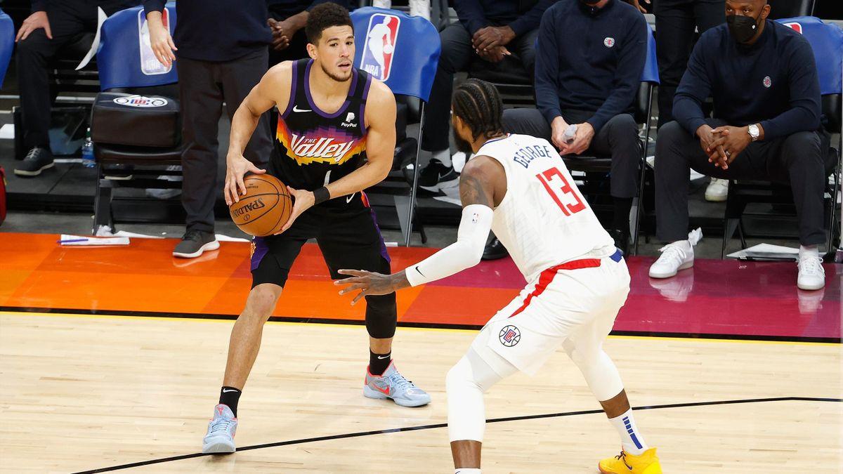 Devin Booker (Phoenix Suns) face à Paul George (Los Angeles Clippers)