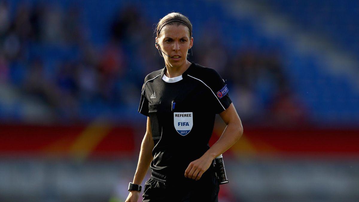 Stéphanie Frappart, lors de l'Euro féminin 2017