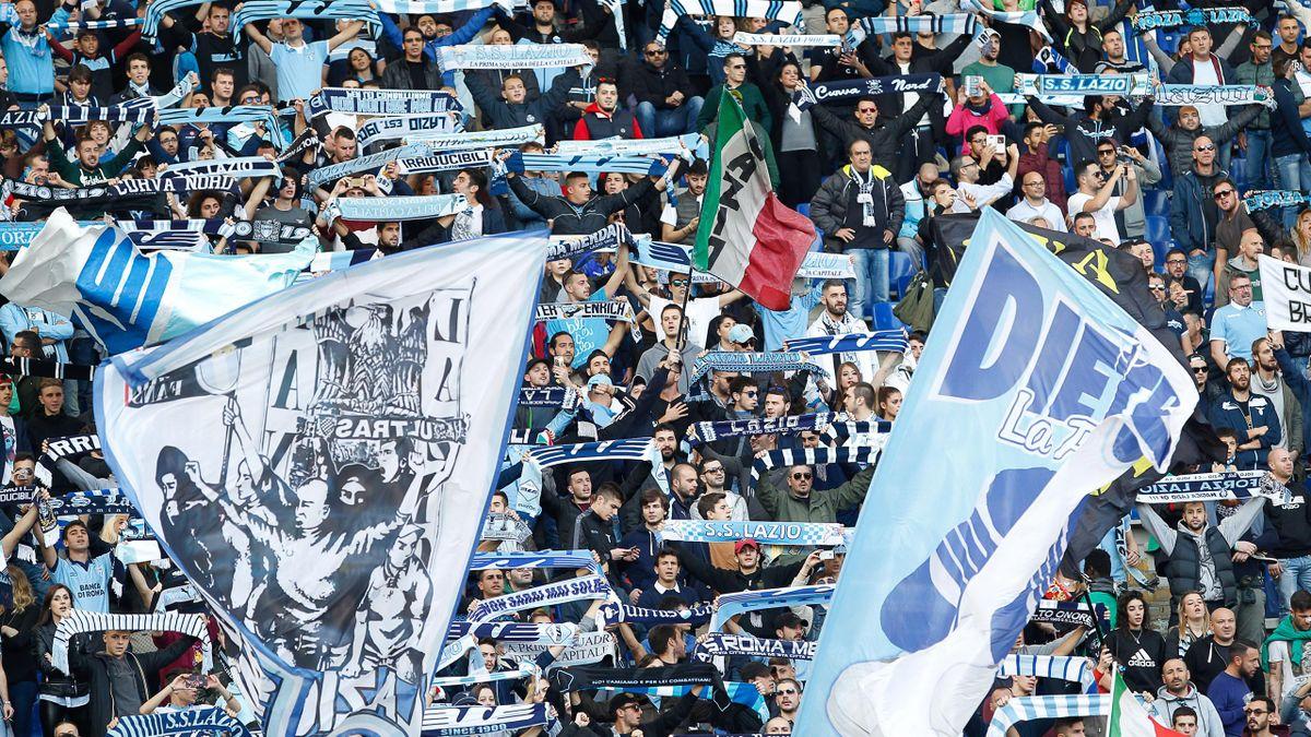 Lazio-Fans in der Curva Nord mit antisemitischen Slogans