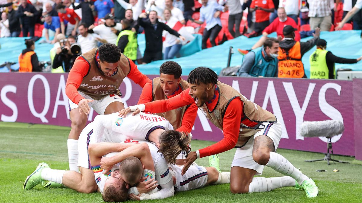 LONDON, ENGLAND - JUNE 29: Harry Kane of England celebrates with team mates after scoring their side's second goal during the UEFA Euro 2020 Championship Round of 16 match between England and Germany at Wembley Stadium on June 29, 2021 in London, England.