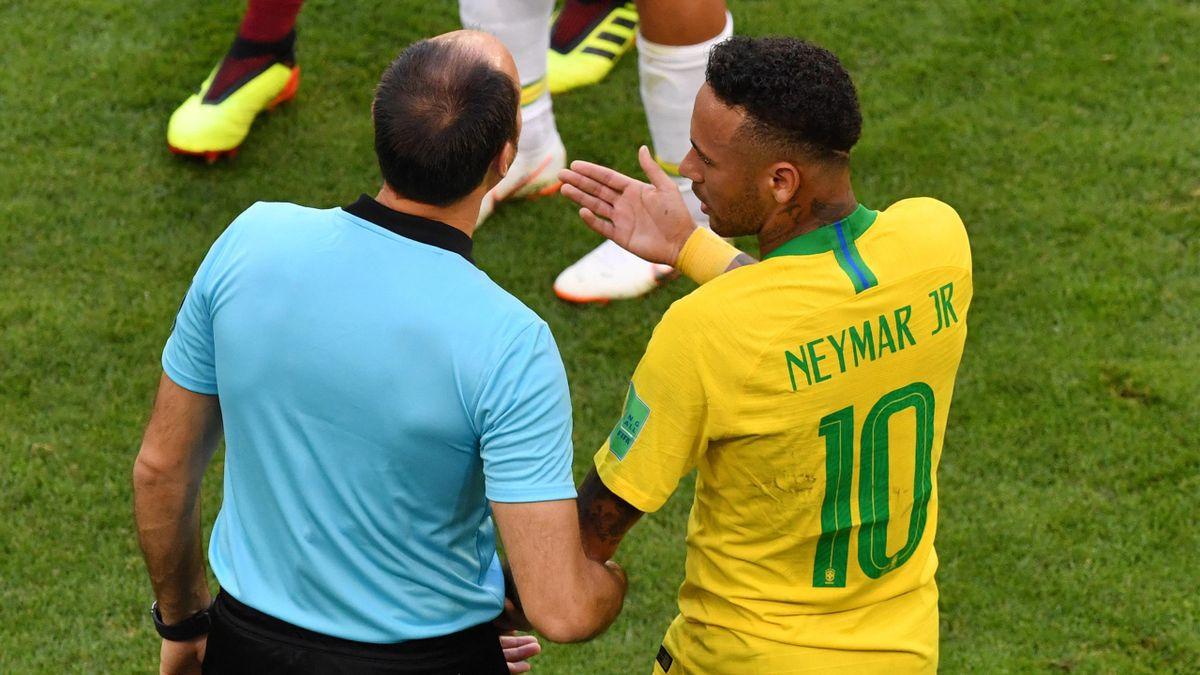 Mateu Lahoz és Neymar