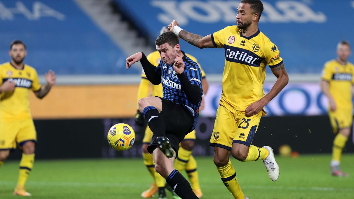 Ronin Gosens (mitte) traf für Atalanta Bergamo gegen Parma