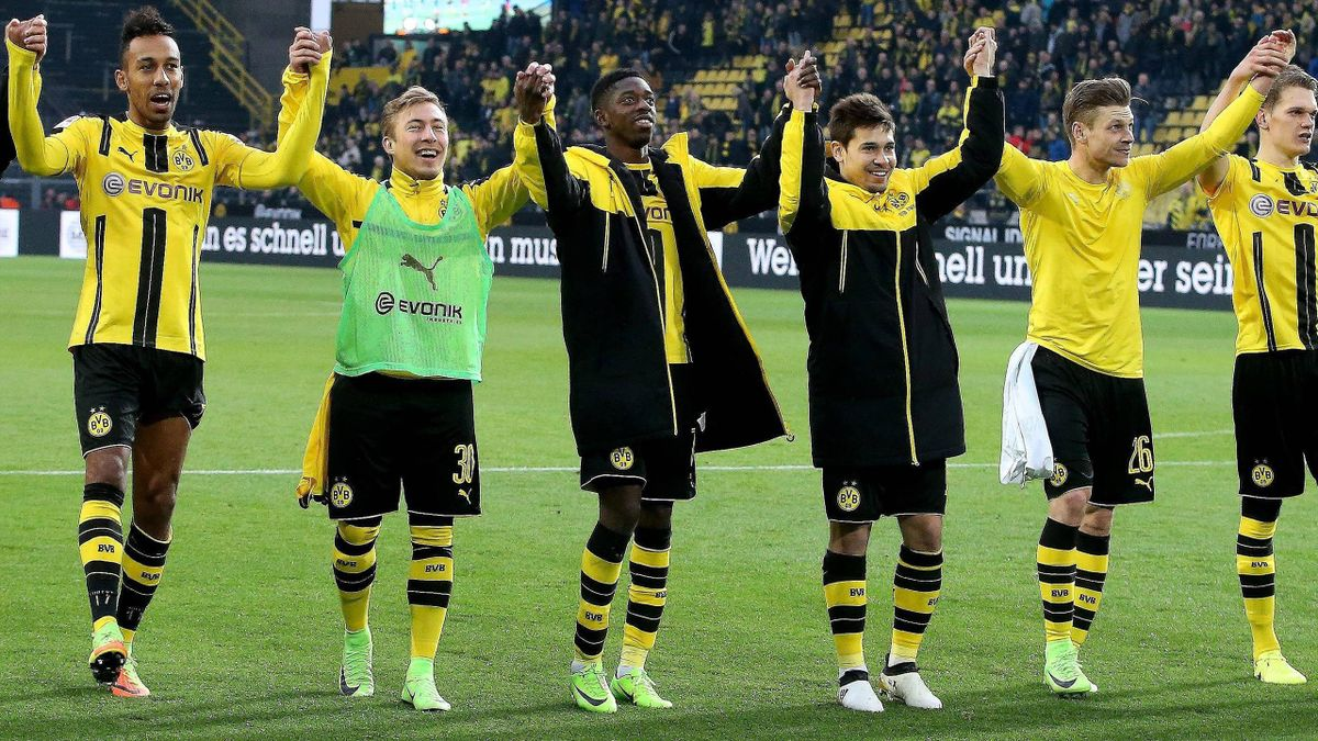 Borussia Dortmund jubelt nach dem Sieg über den VfL Wolfsburg