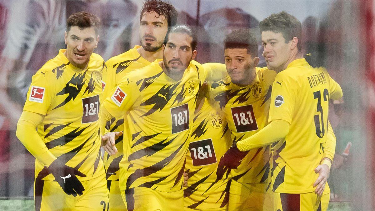 Borussia Dortmund jubelt über ein Tor in Leipzig