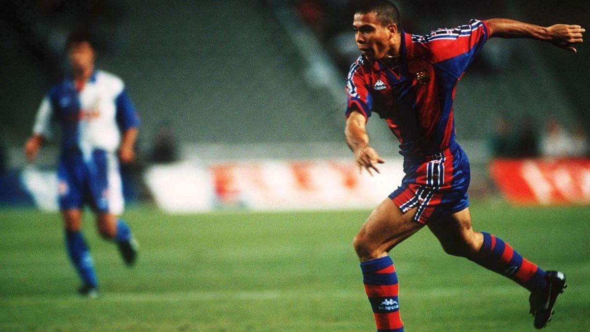 Ronaldo in azione con la maglia del Barcellona