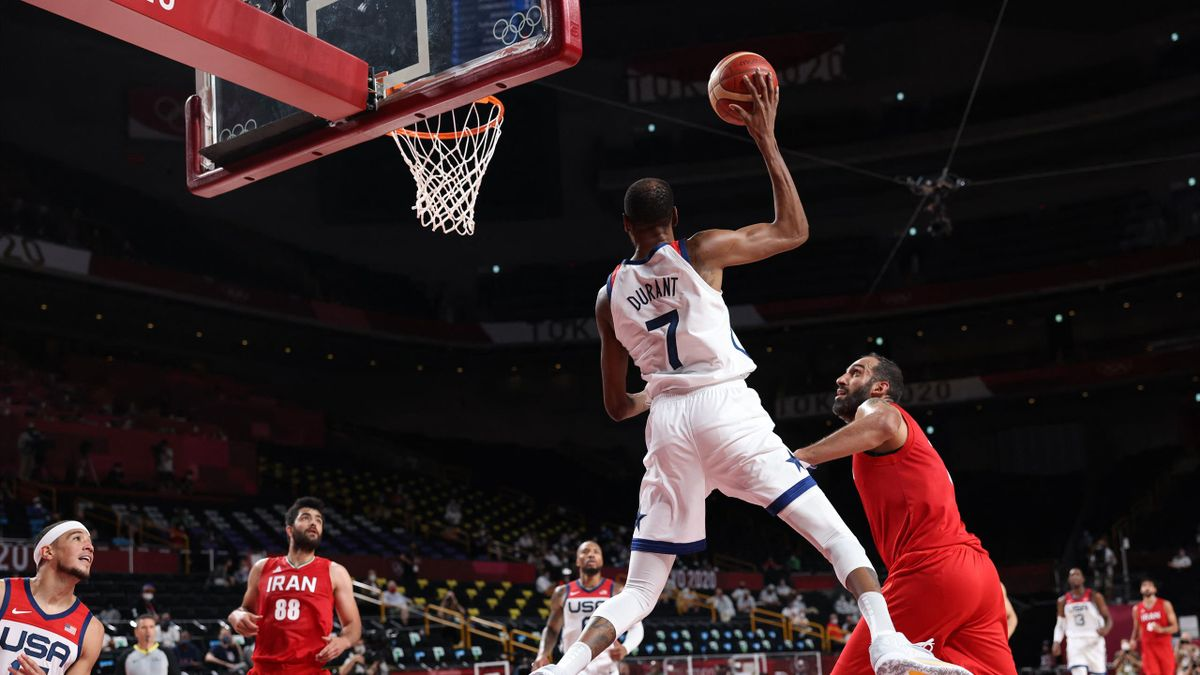 USA's Kevin Wayne Durant (C) passes the ball in the men's preliminary round group A basketball match between Iran and USA during the Tokyo 2020 Olympic Games at the Saitama Super Arena in Saitama on July 28, 2021. (Photo by Thomas COEX / AFP) (Photo by TH