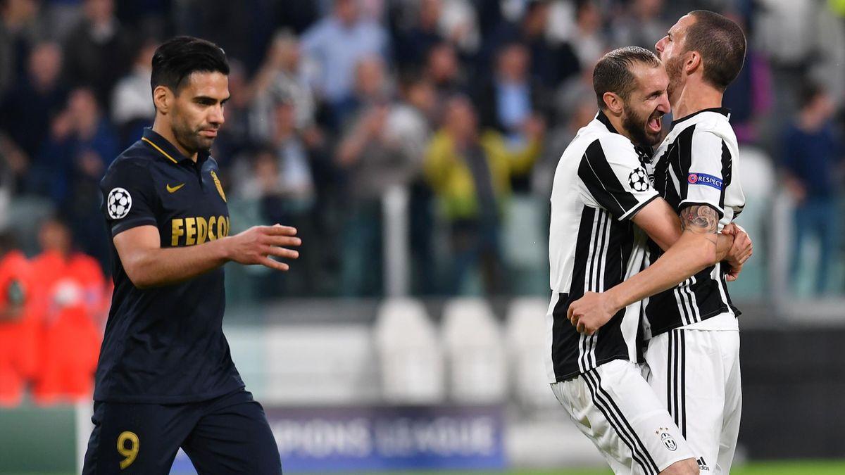 Falcao (Monaco) devant Chiellini et Bonucci (Juventus).