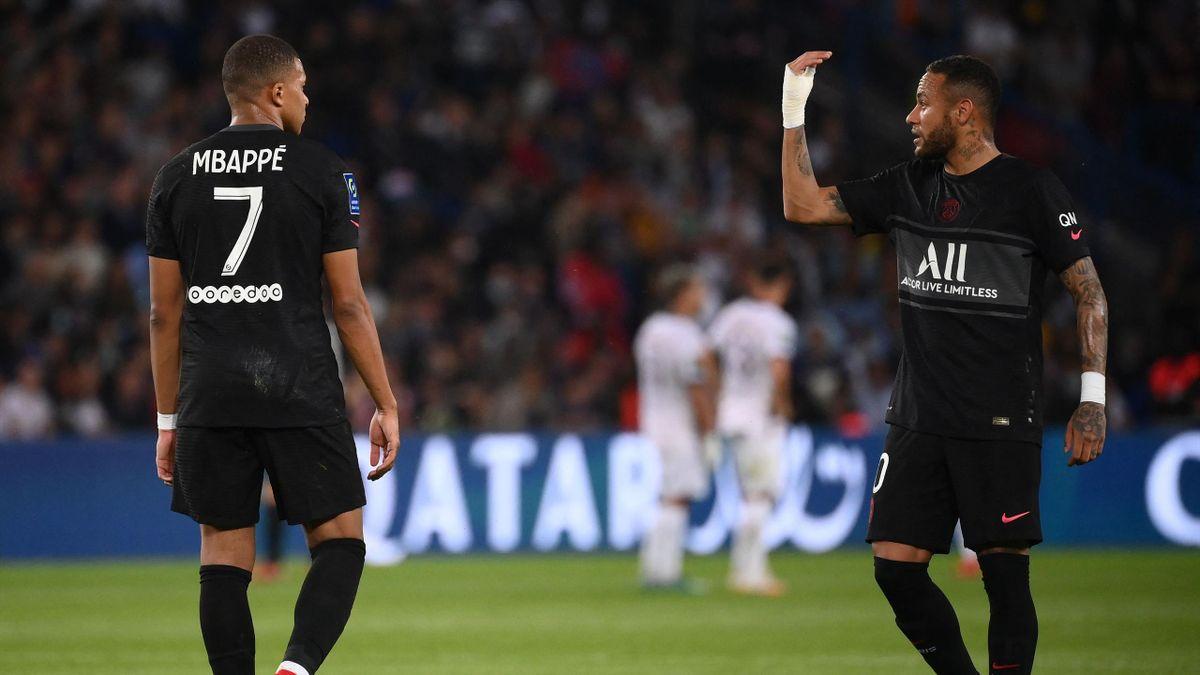 Kylian Mbappé et Neymar lors du match opposant le PSG à Montpellier, le 25 septembre 2021, en Ligue 1