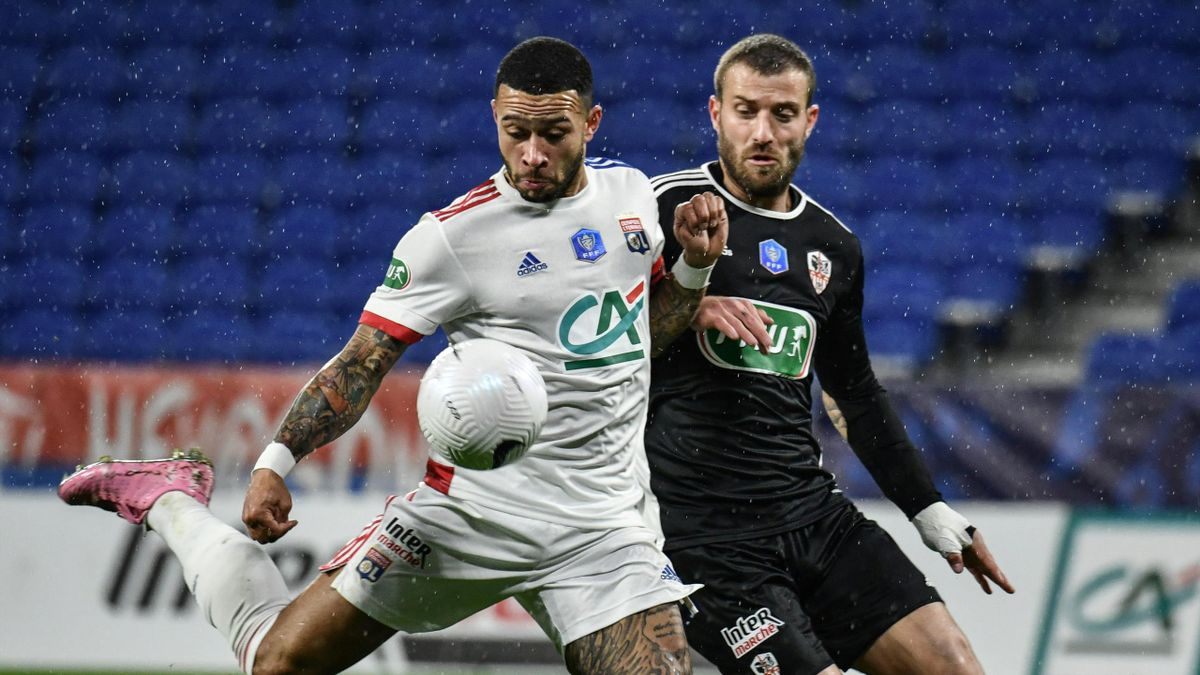 Lyon's Dutch forward Memphis Depay (L) scores a goal past Ajaccio's French midfielder Mickael Barreto (R) during the French Cup football match, Olympique Lyonnais (OL) and AC Ajaccio on February 9, 2021