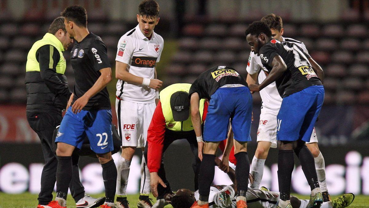 Patrick Ekeng s'est effondré à la 70e minute du match entre le Dinamo Bucarest et Viitorul