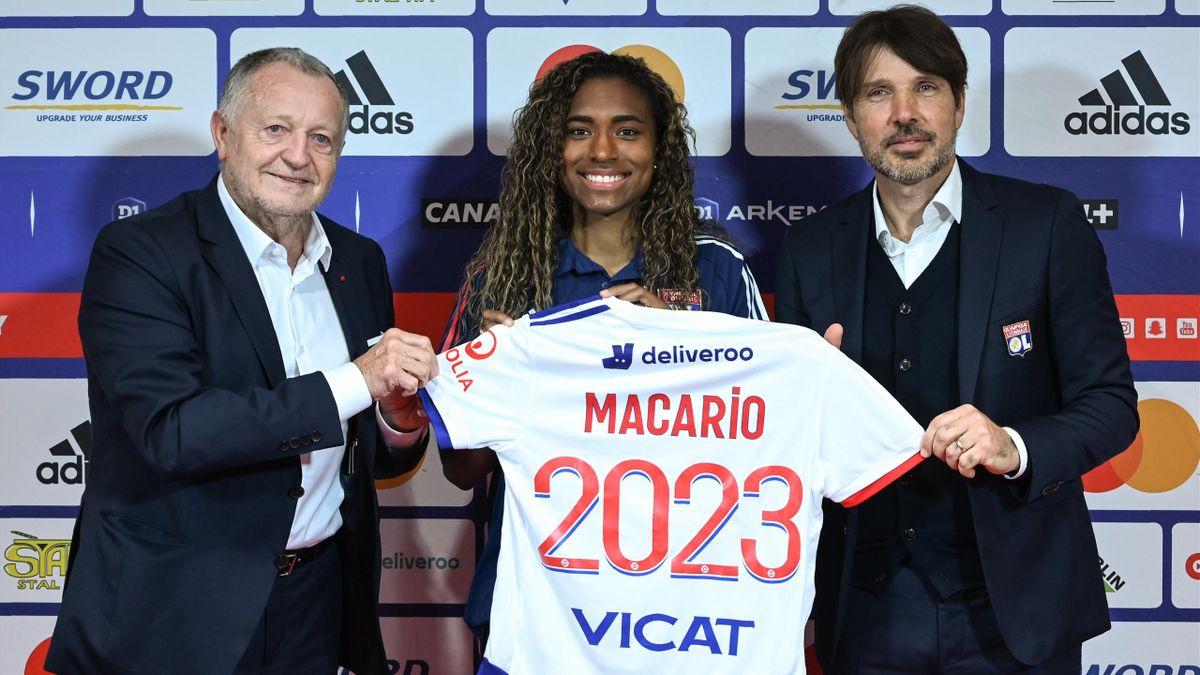 L'OL a réussi un gros coup en attirant Catarina Macario, ici lors de sa présentation en compagnie de Jean-Michel Aulas et Jean-Luc Vasseur - Janvier 2021