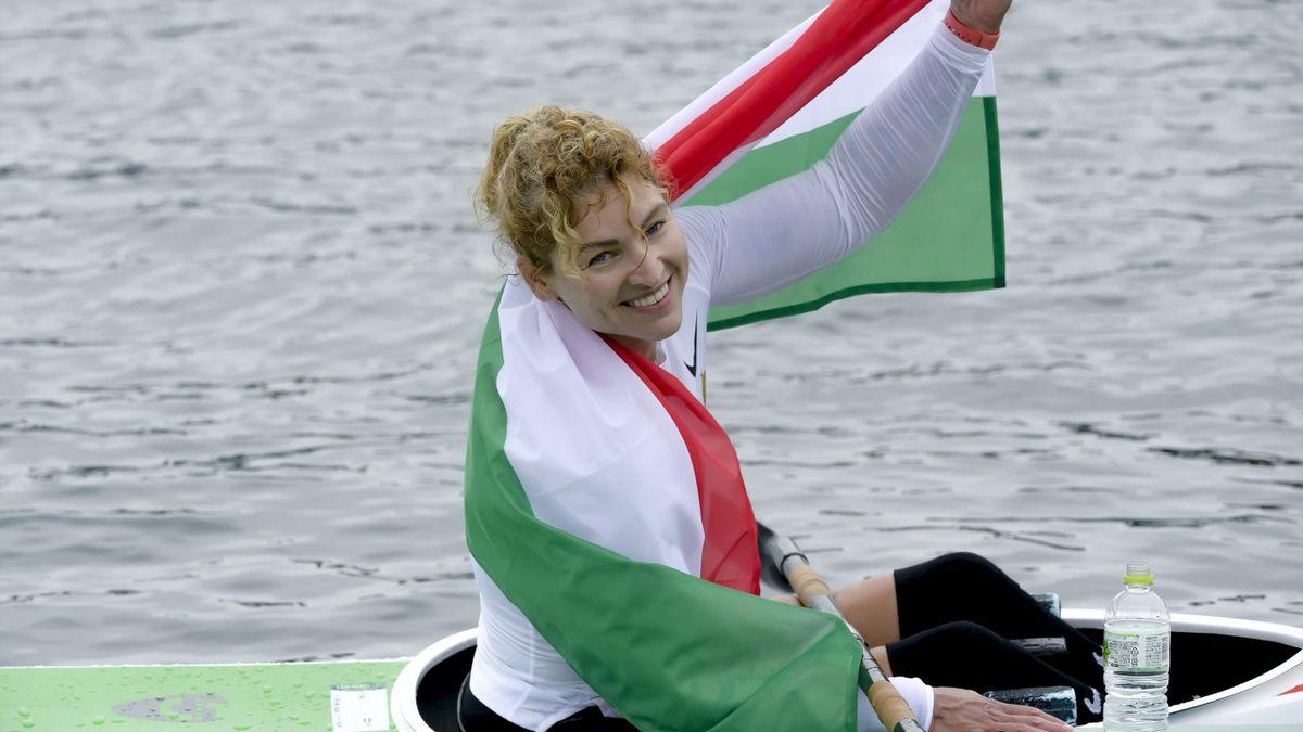 A harmadik helyezett Varga Katalin a célban a 2020-as tokiói nyári paralimpia női kajak KL2 200 méteres versenyének döntőjében a tokiói Sea Forest Evezős Pályán 2021. szeptember 4-én. MTI/Koszticsák Szilárd