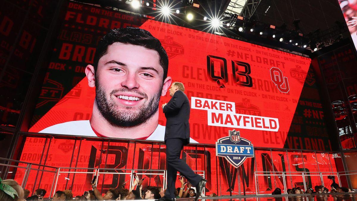 Roger Goodell devant l'écran géant où s'affiche le nom de Baker Mayfield, choix n°1 de la draft NFL 2018 des Browns de Cleveland