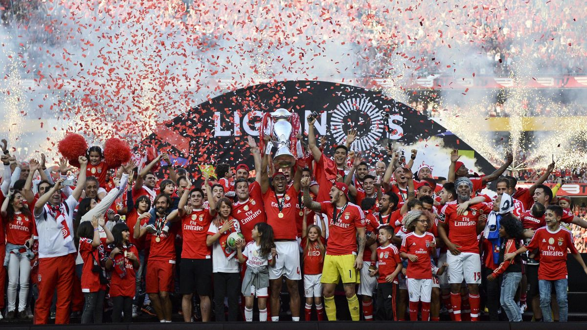 Benfica célèbre son titre de champion du Portugal à l'issue de la saison 2015/2016