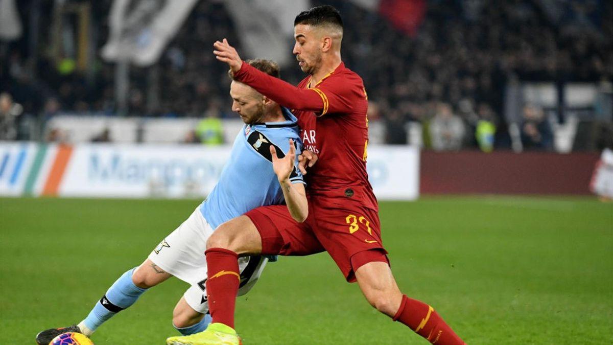 Un contrasto tra Lazzari e Spinazzola - Roma-Lazio Serie A 2019-20