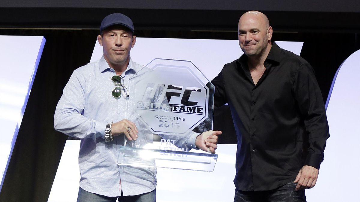 Пэт Милетич (слева) в день вступления в Зал славы UFC. Cправа – Дэйна Уайт