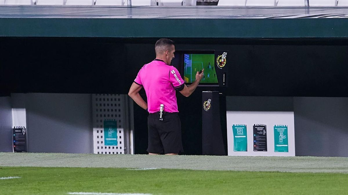 Referee Xavier Estrada Fernandez checks the VAR