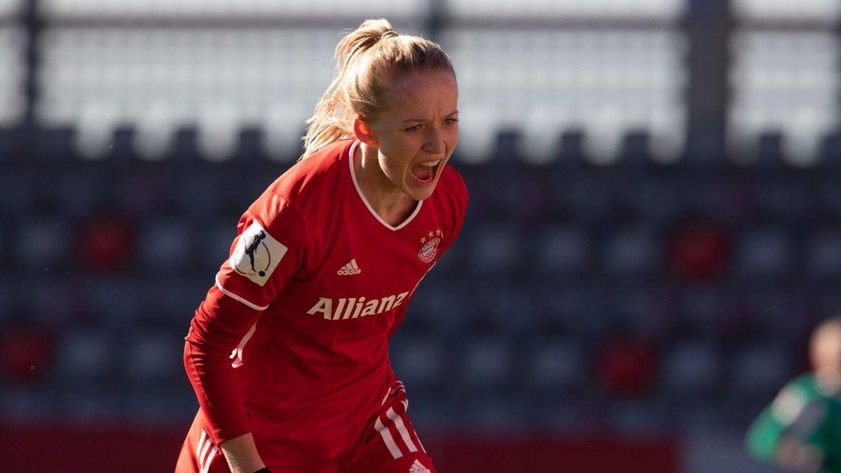 Lea Schüller (FC Bayern) bejubelt den Sieg gegen den SV Werder Bremen