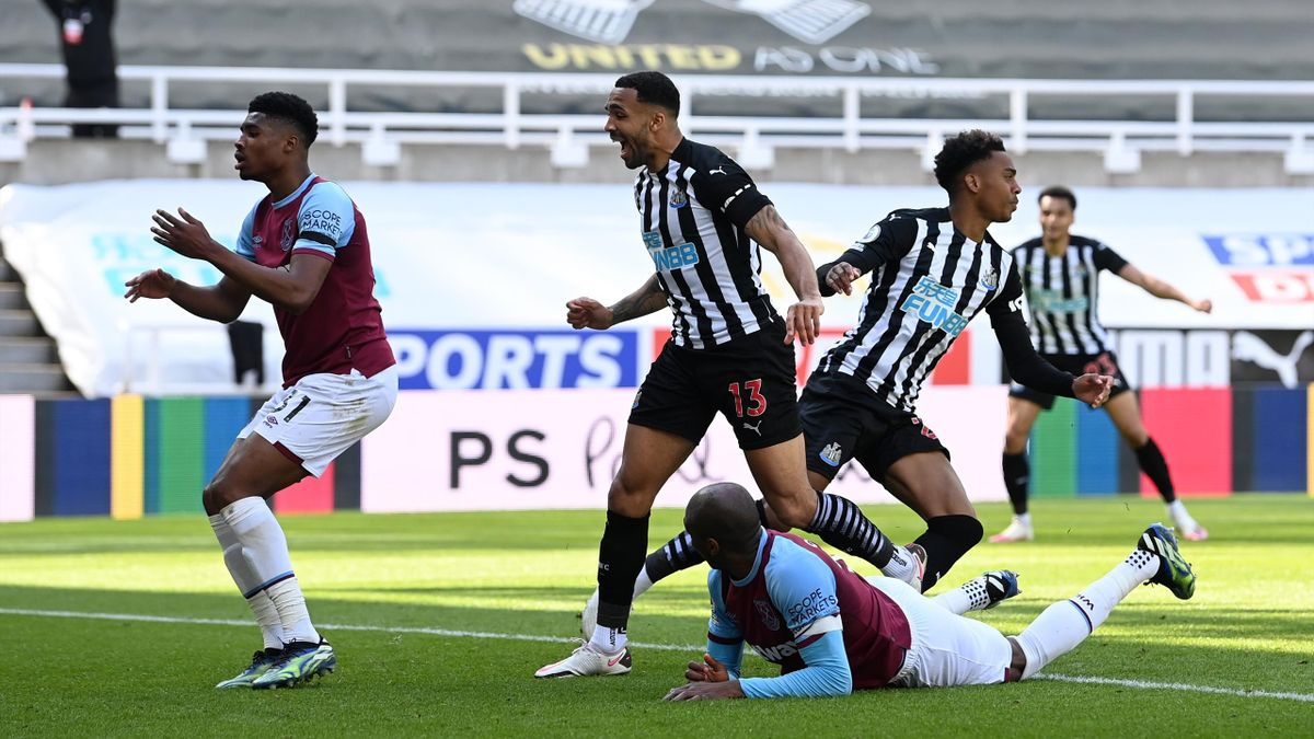 Newcastle celebrate Joe Willock's goal