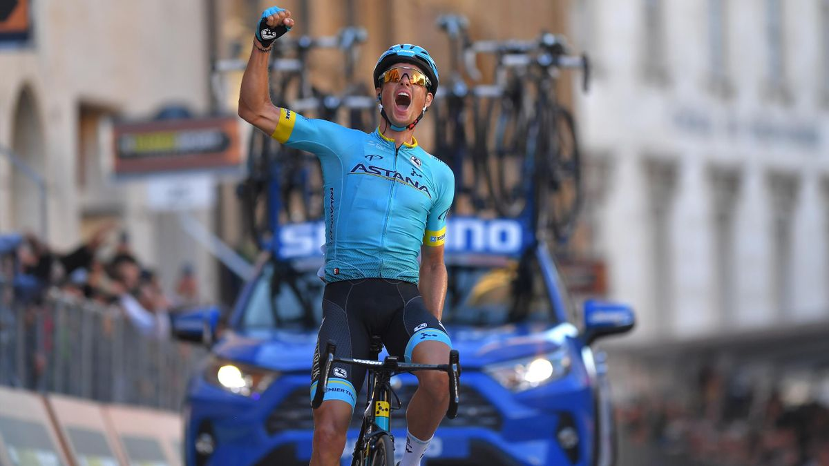 Jakob Fuglsang powers to victory on stage five.
