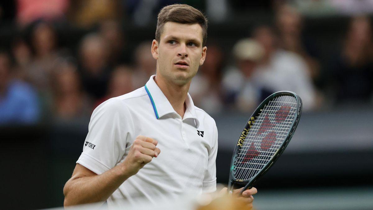 Hubert Hurkacz le poing serré lors de son match face à Daniil Medvedev, le 6 juillet 2021, à Wimbledon
