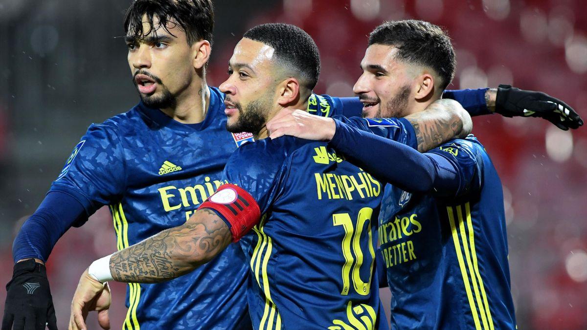 Deapy, Paqueta et Aouar célébrant un but au cours de Brest-Lyon