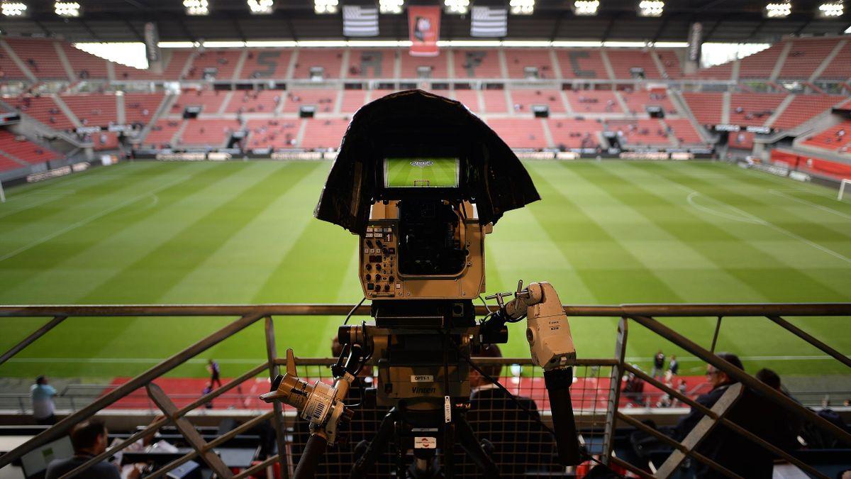 Une caméra filme la pelouse à Rennes
