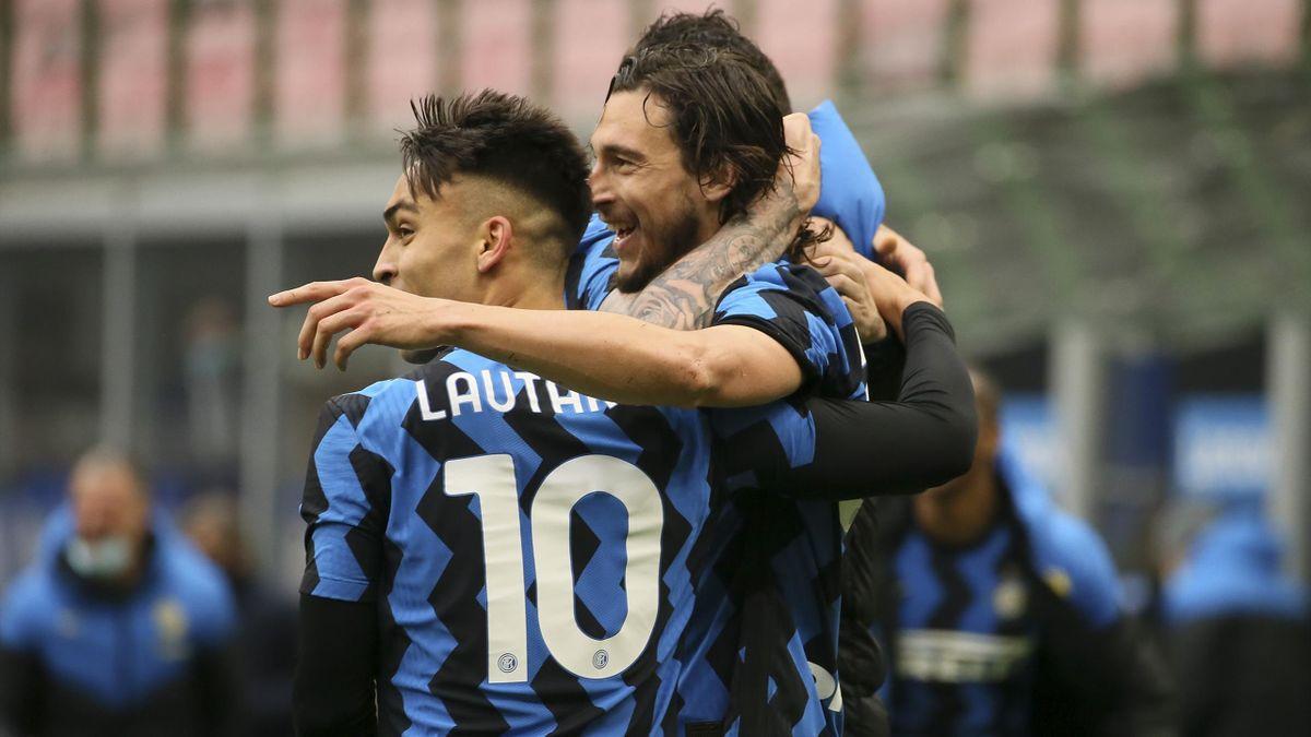 Matteo Darmian (R) of FC Internazionale celebrates with Lautaro Martinez