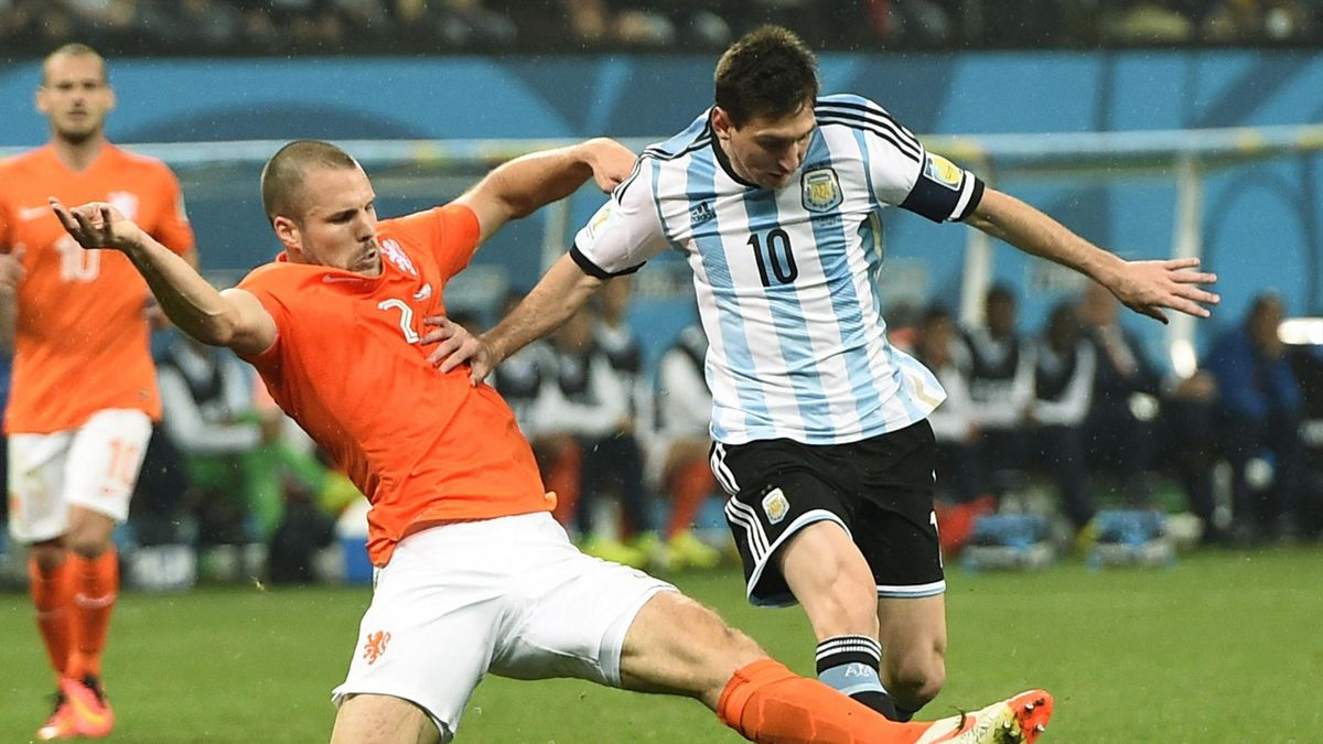 Ron Vlaar battles for the ball with Lionel Messi (Reuters)