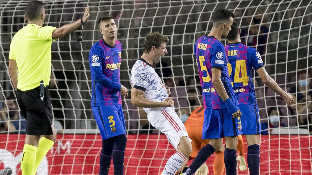 BARCELONA, SPAIN - SEPTEMBER 14: (BILD OUT) Thomas Mueller of Bayern Muenchen celebrates after scoring his team's first goal during the UEFA Champions League group E match between FC Barcelona and Bayern Muenchen at Camp Nou on September 14, 2021 in Barce