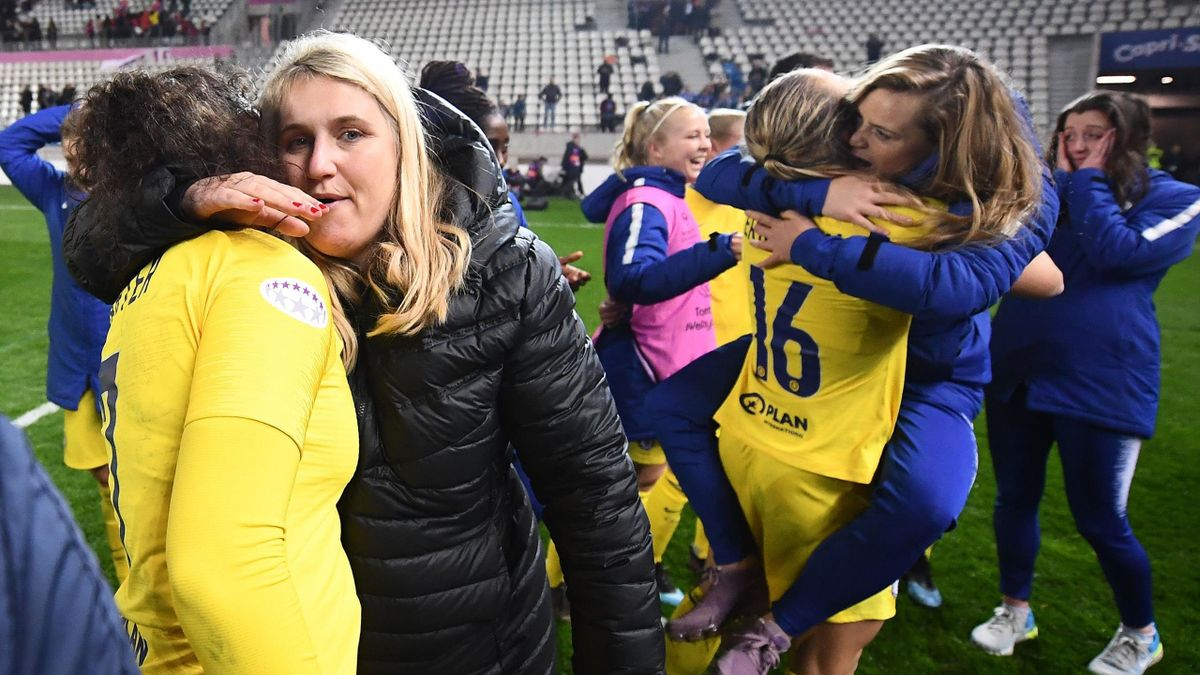 Chelsea's head coach Emma Hayes (2nd L) and her players celebrate their qualification for the next round after the UEFA Women's Champions League quarter final second Leg football match between Paris Saint-Germain and Chelsea at the Jean Bouin stadium in P
