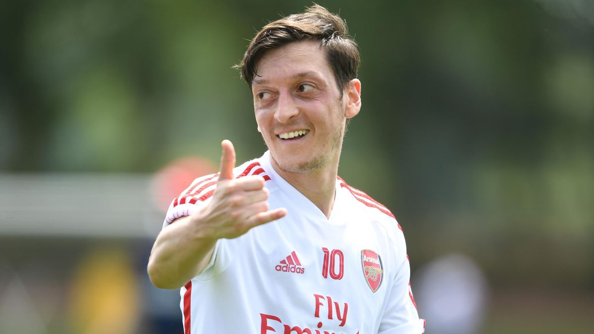 Mesut Özil (FC Arsenal) spendiert 1400 Mahlzeiten für Schulen