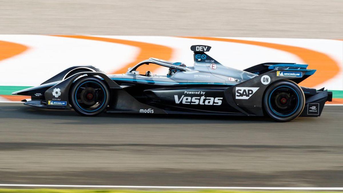 17 DE VRIES Nyck (NLD), Mercedes-Benz EQ Formula E Team, Mercedes-Benz EQ Silver Arrow 02, action during the ABB Formula E Championship official pre-season test at Circuit Ricardo Tormo in Valencia on November 28, 29 and December 1 in Spain. (