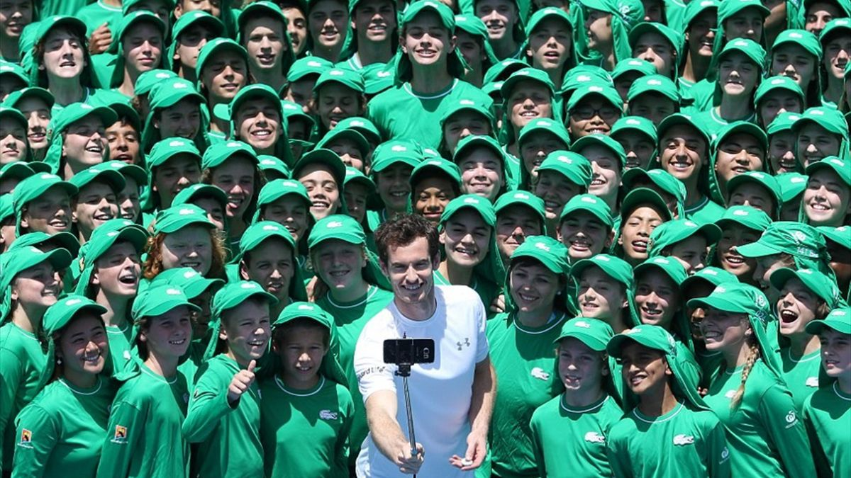Andy Murray meets the 2016 ball kids