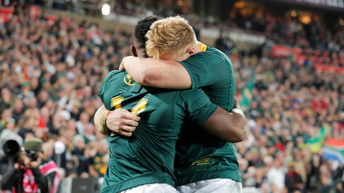 South Africa's wing Sobusiso Nkosi (L) and South Africa's flanker Jean-Luc du Preez (R)celebrate after scoring a try during the first rugby union Test match between South-Africa and England at the Emirates Airline Park in Johannesburg on June 9, 2018.