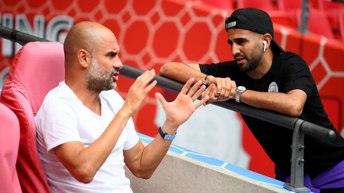 Manchester City - Pep Guardiola im Gespräch mit Riyad Mahrez