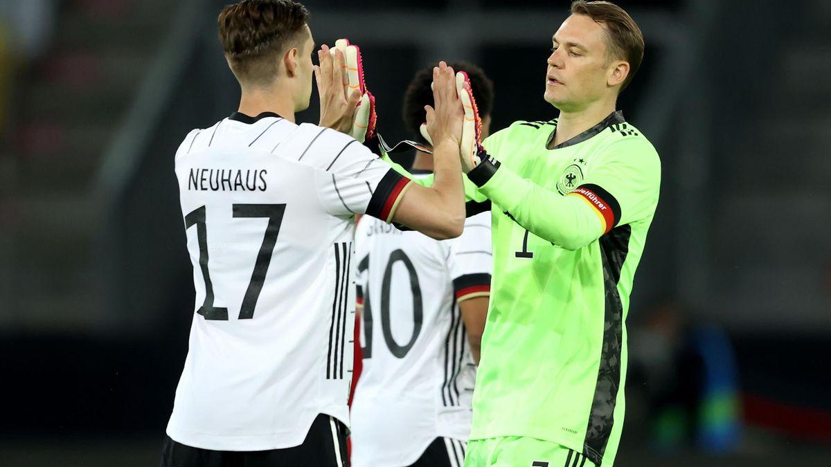 Florian Neuhaus und Manuel Neuer im Freundschaftsspiel gegen Dänemark