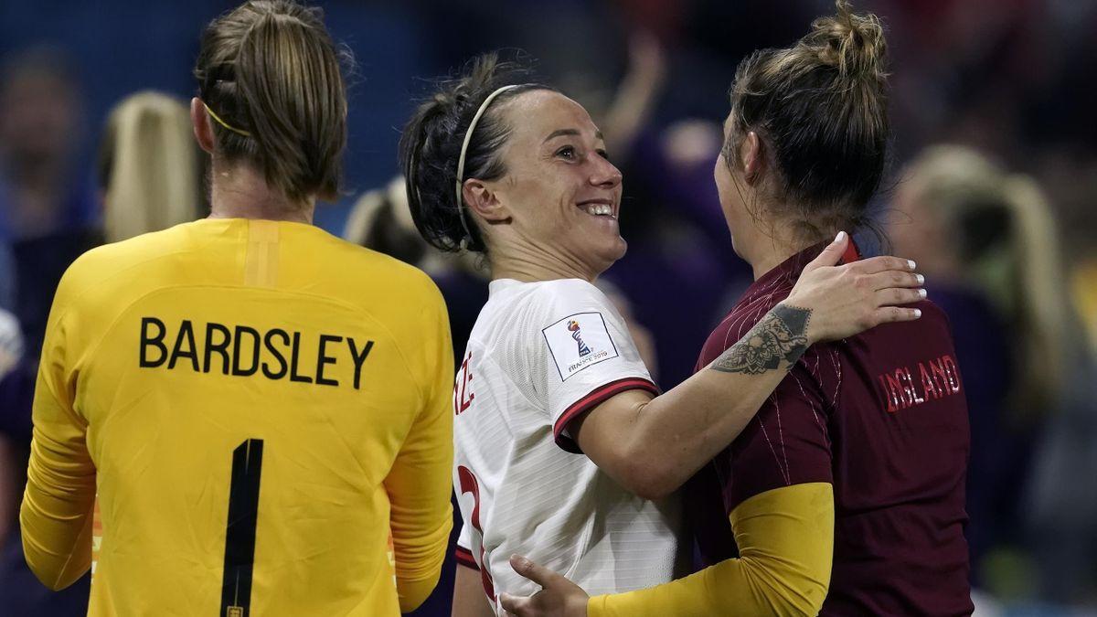 Karen Bardsley of England Women, Lucy Bronze of England Women during the World Cup Women match between Norway v England