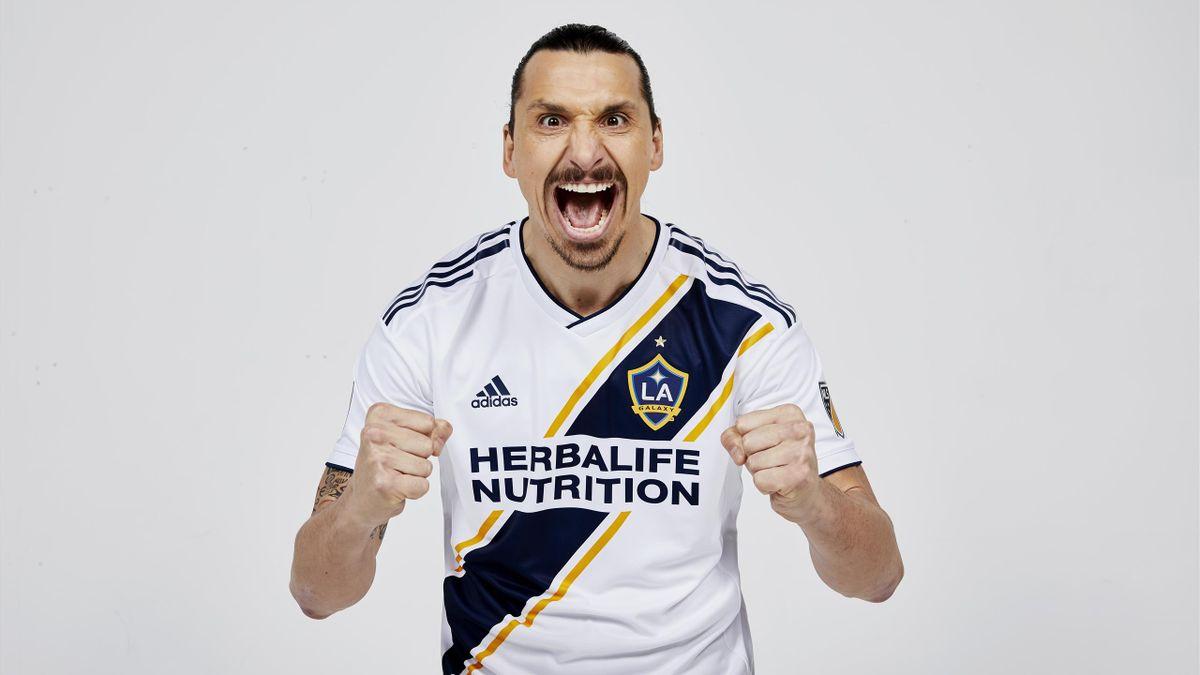 Zlatan Ibrahimovic signe au LA Galaxy