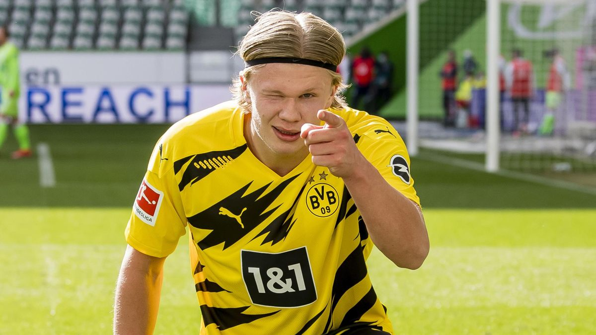 Erling Haaland of Borussia Dortmund celebrates scoring his winning goal to the 0:2 during the Bundesliga match between VfL Wolfsburg and Borussia Dortmund at the Volkswagen Arena on April 24, 2021 in Wolfsburg