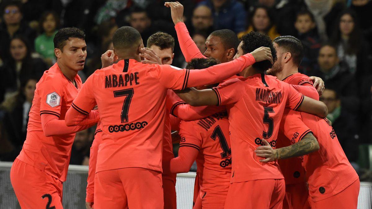 Saint-Etienne - PSG : La joie des Parisiens après le but de Paredes.
