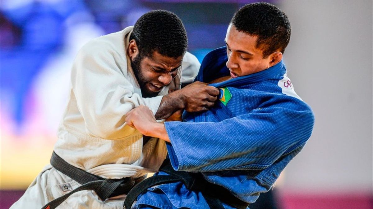 Venezuela's Sergio Mattey (L) and Brazil's Jeferson Santos compete in their Judo Men's -73 kg Final contest during the Lima 2019 Pan-American Games in Lima on August 9, 2019. (Photo by Ernesto BENAVIDES / AFP)