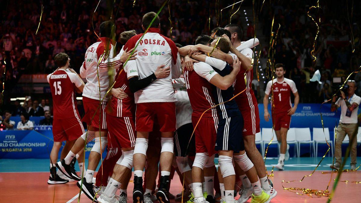A lengyel röplapdacsapat ünnepli 2018-as vb-aranyát