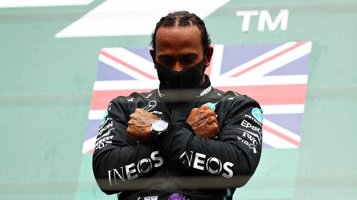 Lewis Hamilton rend hommage à Chadwick Boseman sur le podium du Grand Prix de Belgique 2020
