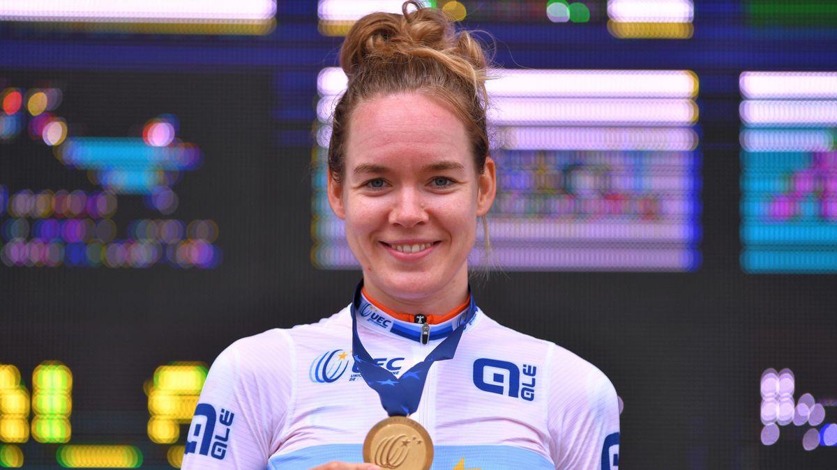 Anna van der Breggen met haar gouden medaille