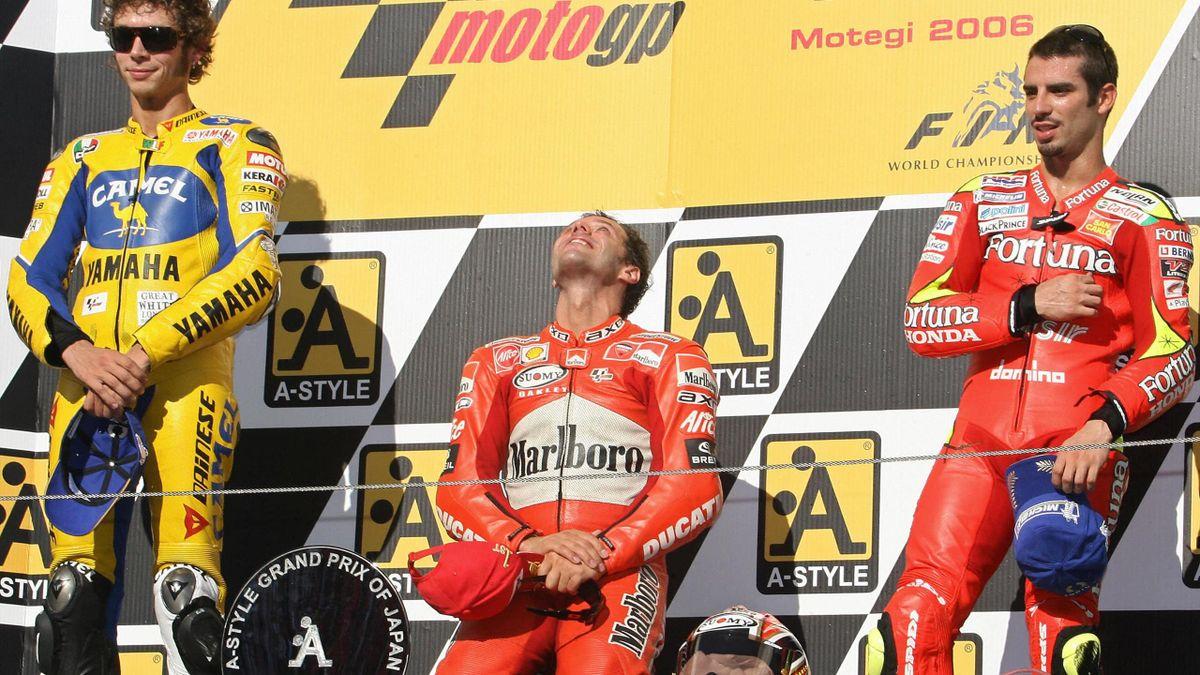 Na zijn overwinning in Japan 2007 voor Valentino Rossi en Marco Melandri gaat Loris Capirossi door de knieën.