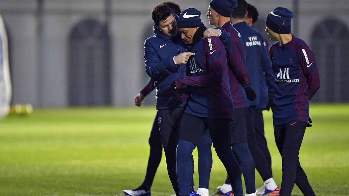 Mauricio Pochettino avec Kylian Mbappé à l'entraînement.