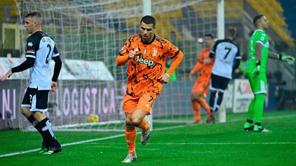 Ronaldo esulta in Parma-Juventus